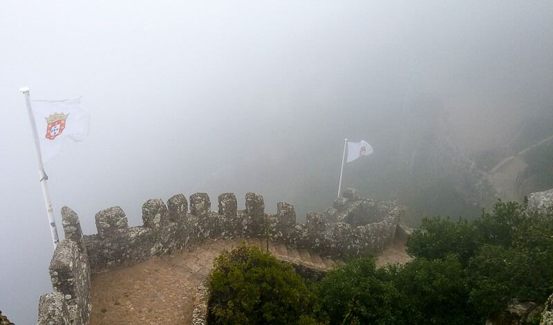 The fog at Castelos dos Mouros in Sintra