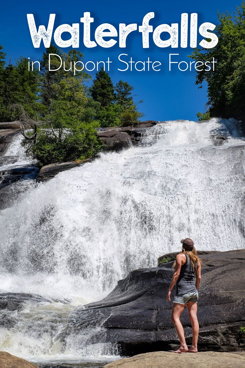 Interested in a hike to 3 beautiful waterfalls? Then head to Dupont State Forest in North Carolina (USA) and hike this popular circuit to Hooker Falls, Triple Falls, and High Falls.